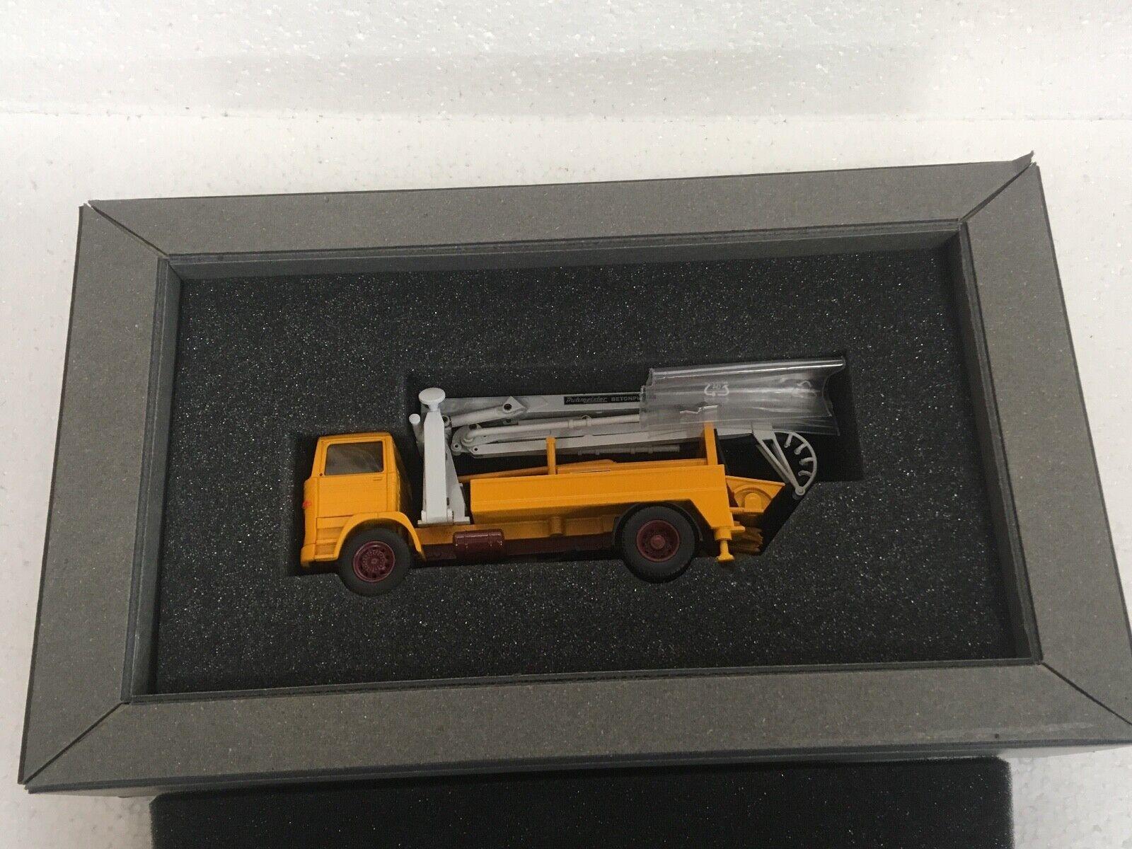 Mercedes PUTZMEISTER B232S W17 20 50 ans édition limitée 1 50 CONRAD NZG