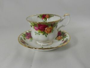 Royal-Albert-Old-Country-Roses-England-Backstamp-Cup-and-Saucer