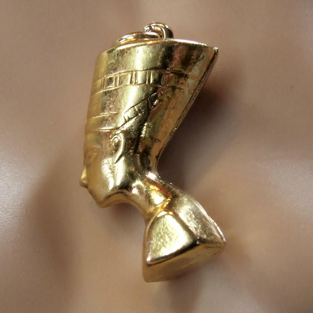 9 9 9 CT oro di seconda mano Hollow NEF Charm 2de67f