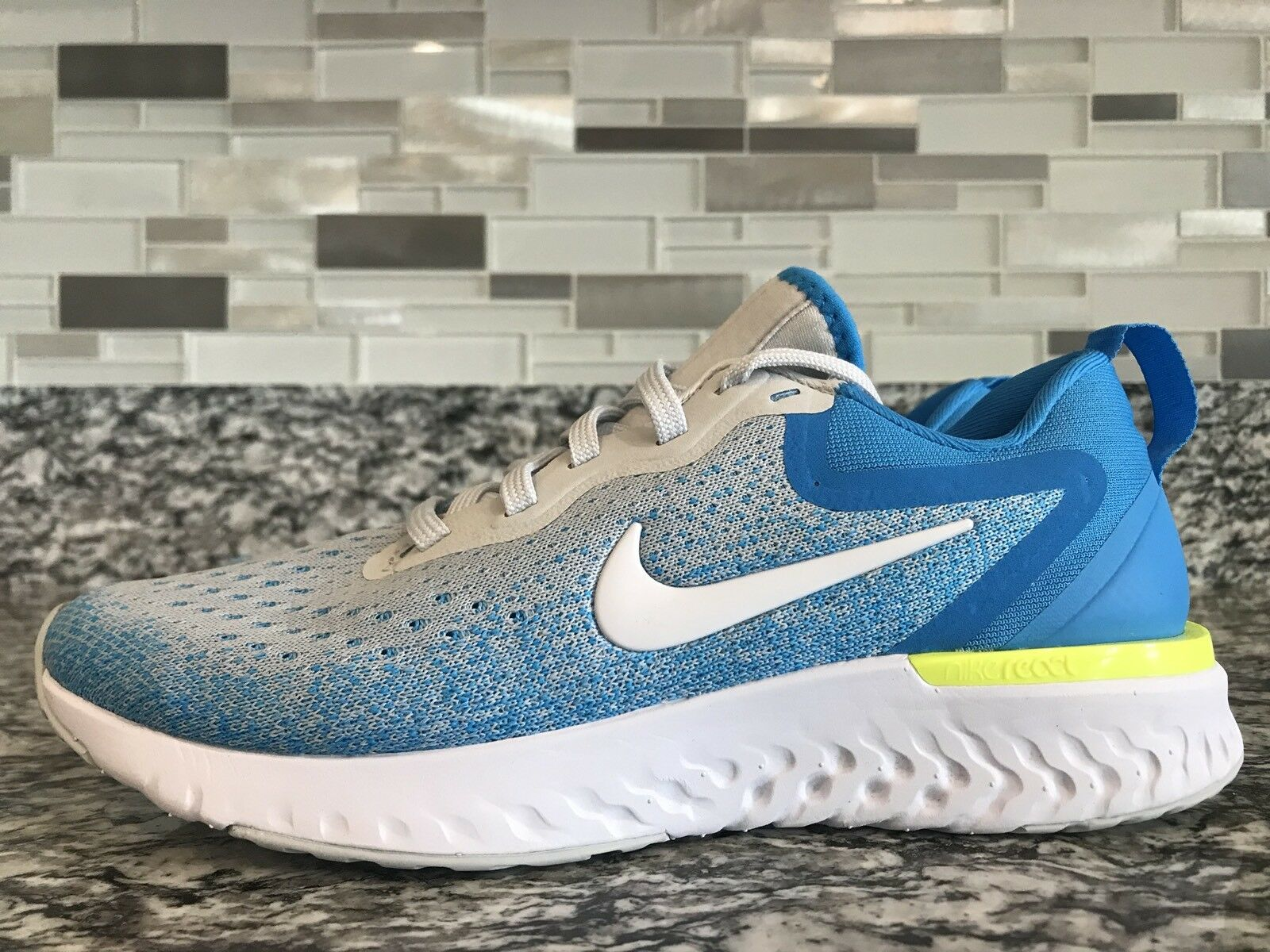 Brand New WMNS Sz 6 Nike Odyssey React AO9820-005 Wolf Grey White