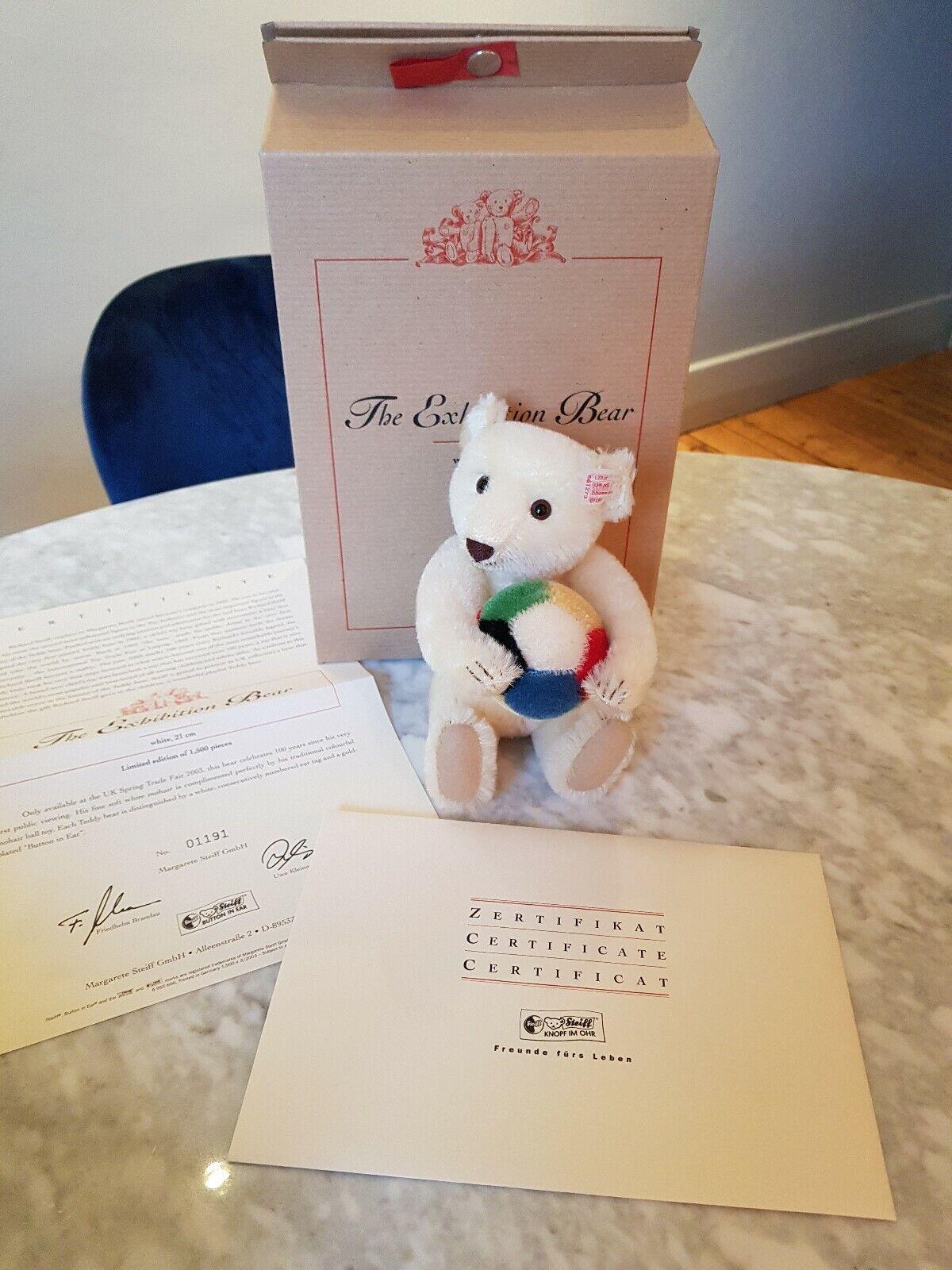 BRAND NEW Steiff teddy bear with football EAN 661273, an ideal Christmas gift