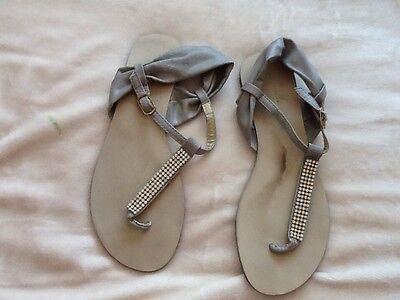 Sandalias para mujer gris