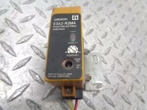 NEW IN BOX OMRON PHOTOELECTRIC SWITCH E3JM-R4M4-US