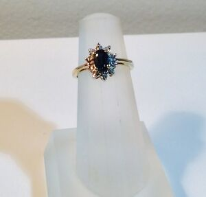 Lady Diana style sapphire and diamond 10 kt yellow gold ring