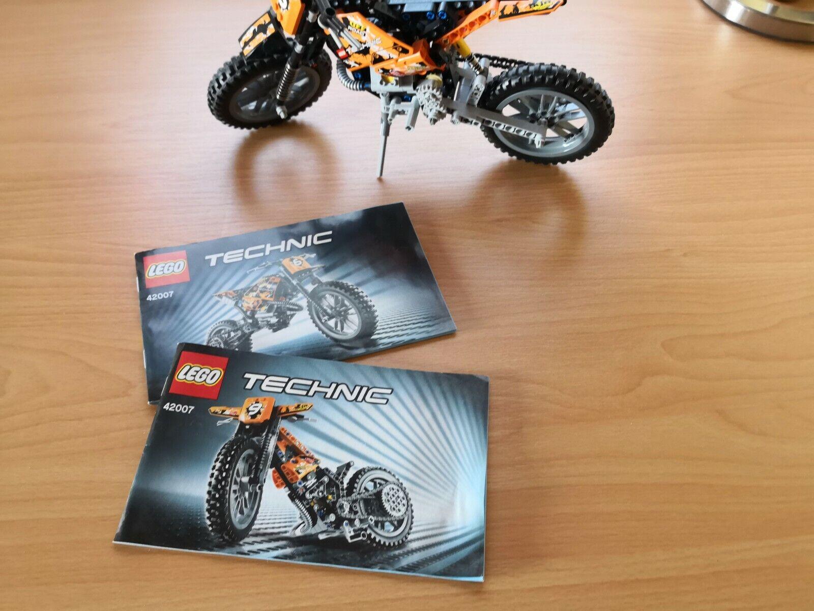 LEGO Technic Motocross Bike (42007) aufgebaut mit Anleitungen