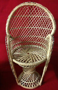 Vintage-small-peacock-wicker-chair-retro-boho-plant-stand-doll-1970-039-s