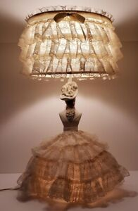 Antique-Chalkware-Boudoir-Lady-Lamp-Lace-3-Way-Light-Top-Bottom-or-Both-All-Work