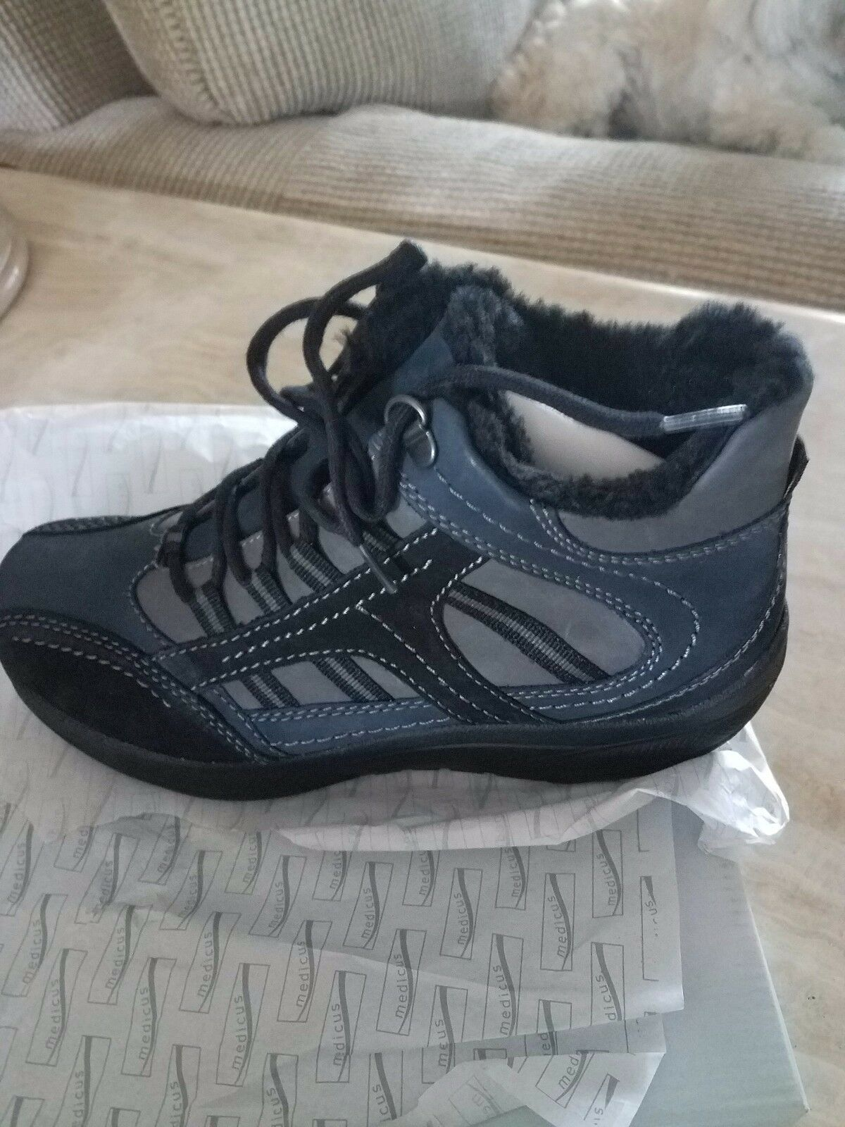 Women's Hiking Boots. 8M, Medicus