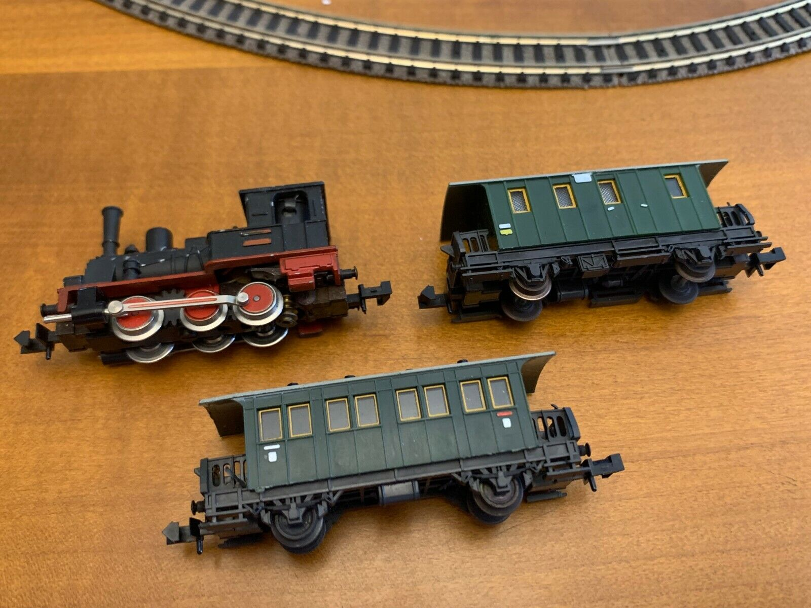 Trix N Gauge Train - Steam Locomotive + 2 Passenger Car Vagons