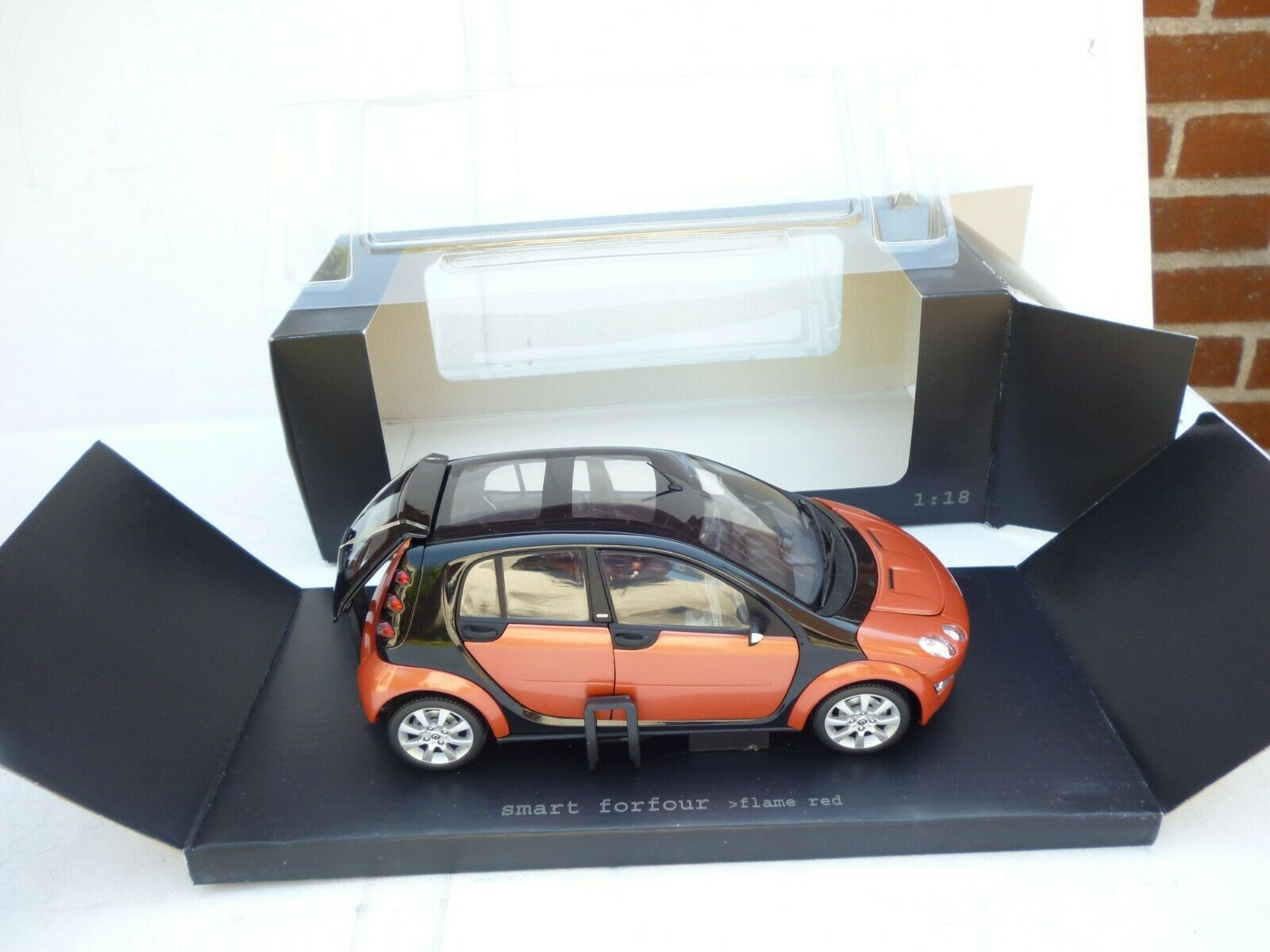Smart Forfour W 454 Limousine 2004-06 rot metallic flame rot 1 18 Kyosho NEW