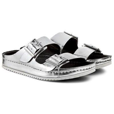 NEW CLARKS Ladies Metallic Silver Leather Flat Slip On Flip Flop Sandals sz 4.5