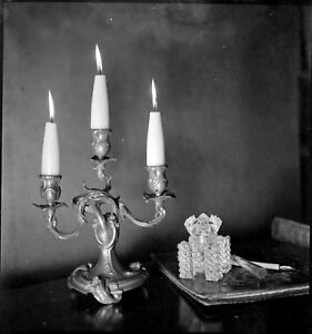 Nature-morte-chandelier-encrier-Ancien-negatif-photo-an-1940