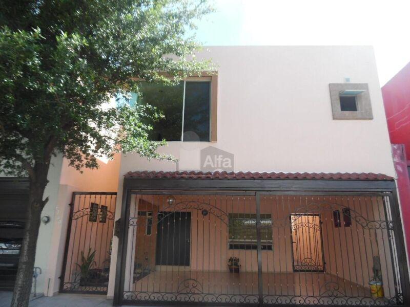 Casa en Renta en Monterrey Zona Cumbres Santa Clara Privada con Vigilancia 24 Hrs