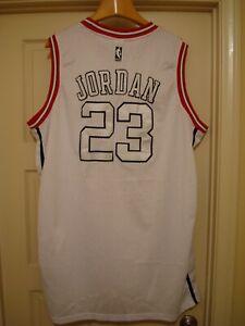 Détails sur Reebok Michael Jordan Chicago Bulls #23 blanc sur maillot blanc 5XL homme! afficher le titre d'origine
