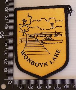 VINTAGE-WONBOYN-LAKE-NSW-EMBROIDERED-SOUVENIR-PATCH-WOVEN-CLOTH-SEW-ON-BADGE