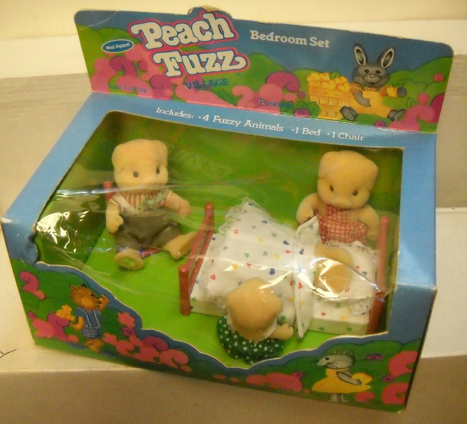 5251 NRFB Vintage Mel Appel Peach Fuzz Piglets Family Bedroom Playset
