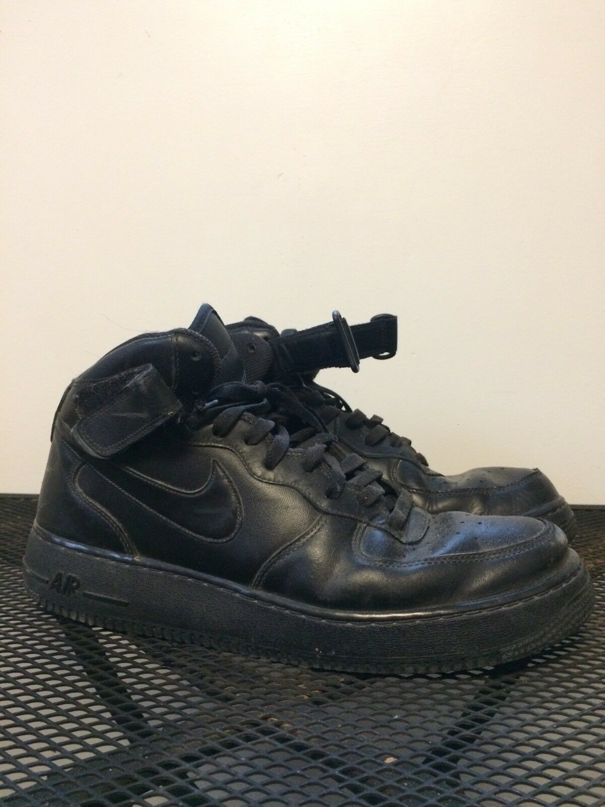 NIKE AIR FORCE ONES MENS SIZE 12 Casual wild