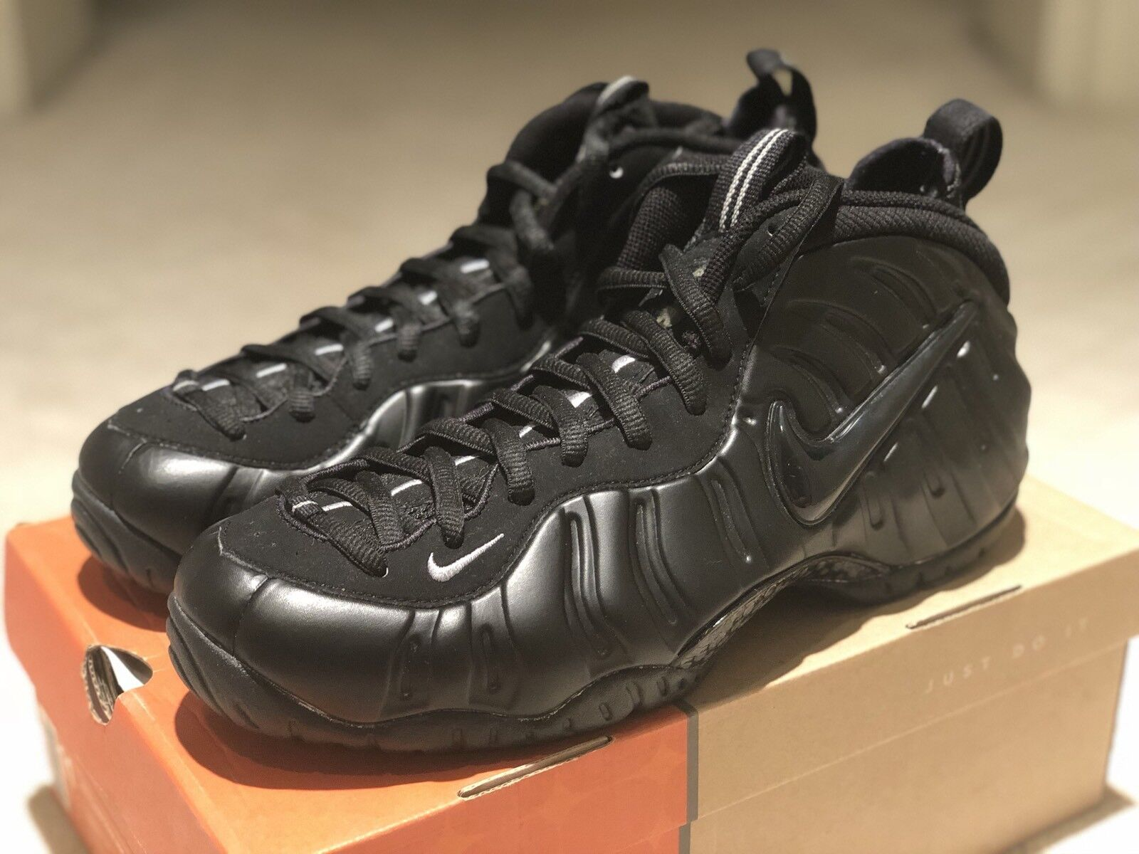 2002 Nike Air Foamposite Pro shoes Size 11 Black Medium Grey 630304 002