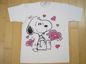 CUTE!! vtg SNOOPY THE DOG valentine HEART peanuts T SHIRT XO love MEDIUM