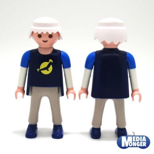 Mann in Longsleeve blau mit LogoHose grau playmobil® AbenteuerCitylife