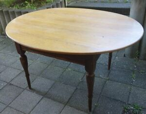 antike tisch mit ovaler massiver eiche platte ebay. Black Bedroom Furniture Sets. Home Design Ideas