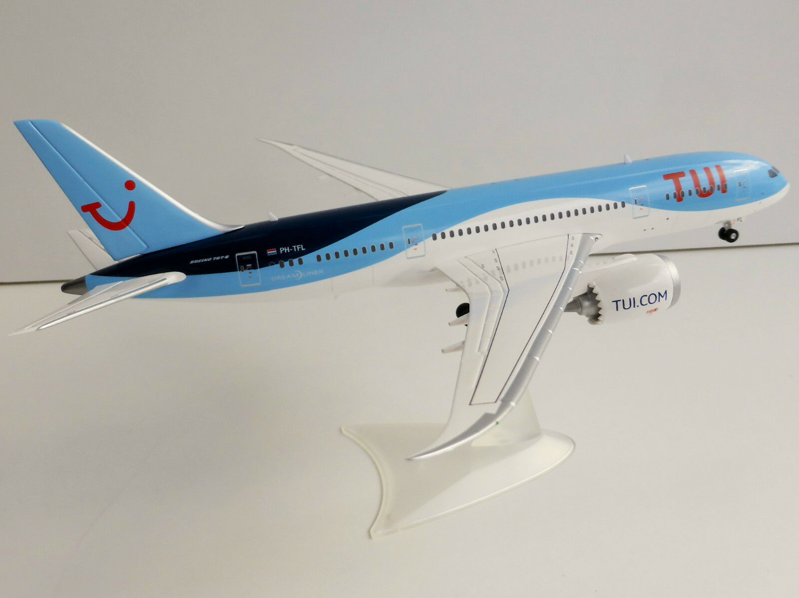 TUI AIRLINES BOEING 787-8 1 200 Herpa 557757 Dreamliner 787 TUIFLY PH-TFL  | Neuer Eintrag