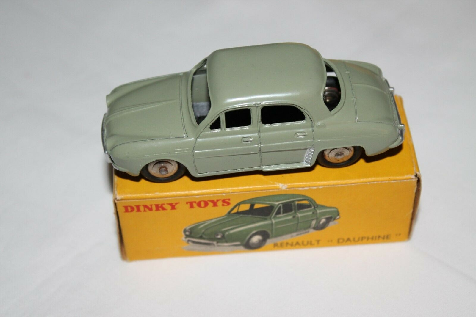 FRENCH DINKY TOYS 24E Dauphine Renault