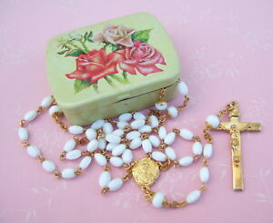 Vintage-Catholic-White-Glass-1950-039-s-Rosary-w-metal-Rose-picture-box