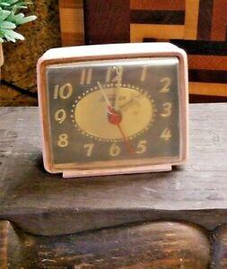 Vintage-Sunbeam-Electric-Alarm-Clock-Made-In-USA-vintage-pink-WORKS