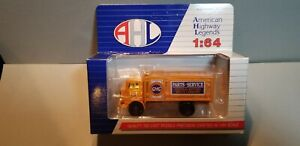 HARTOY-LO4022-GMC-PARTS-DELIVERY-TRUCK-1-64-SCALE-DIECAST-METAL-MODEL