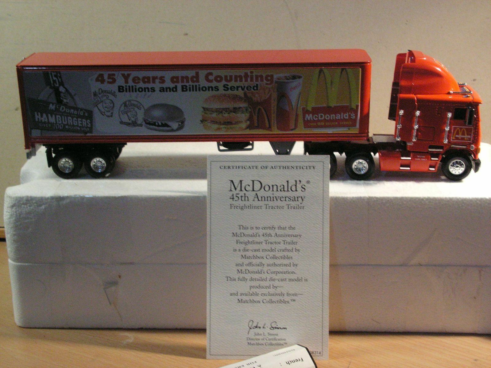 Matchbox dinky mc Donald's freithtliner tractor trailer dym38314 mcdonald's