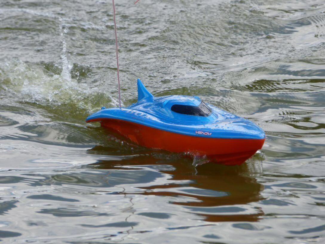Killer Whale RADIO REMOTE CONTROL RACING BOAT HIGH SPEED 380 380 380 MOTOR RC JET BOAT cc3b3b