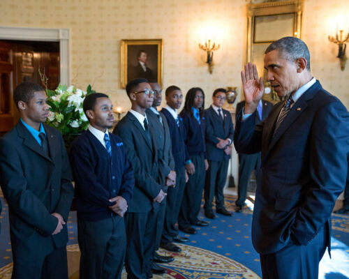 """8X10 PHOTO ZY-603 BARACK OBAMA GREETS PARTICIPANTS IN /""""MY BROTHER/'S KEEPER/"""""""
