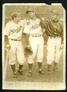 Leo-Durocher-Vito-Tamulus-Lyn-Lary-1939-Press-Photo-Brooklyn-Dodgers
