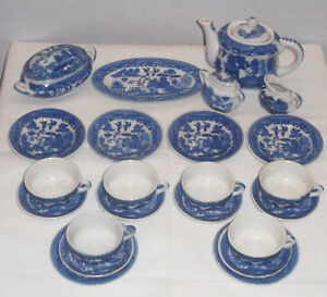 Image is loading VINTAGE-COMPLETE-BLUE-WILLOW-PATTERN-26-PC-SET- & VINTAGE COMPLETE BLUE WILLOW PATTERN 26 PC SET OF DOLL DISHES MADE ...