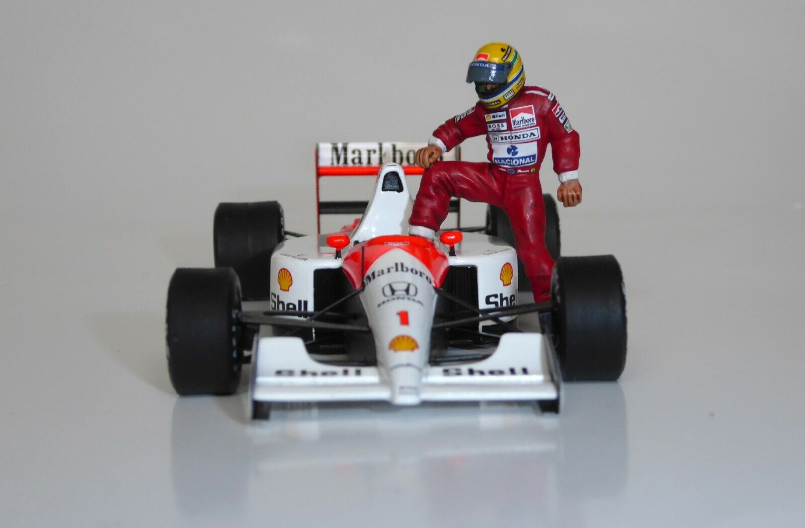 precios bajos 1 43 Ayrton Senna Mclaren Honda Estatuilla Figura Figura Figura versión en coche 1990 1991 1992  clásico atemporal