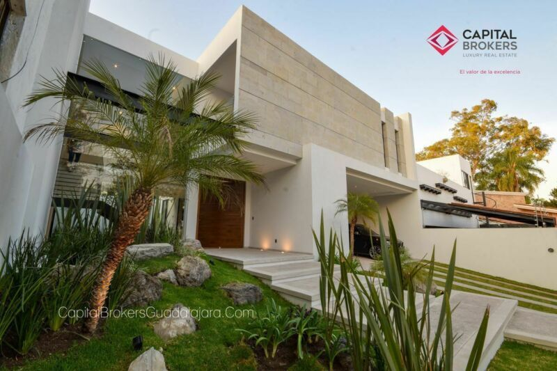 Residencia en Venta de Lujo nueva Bugambilias zona sur