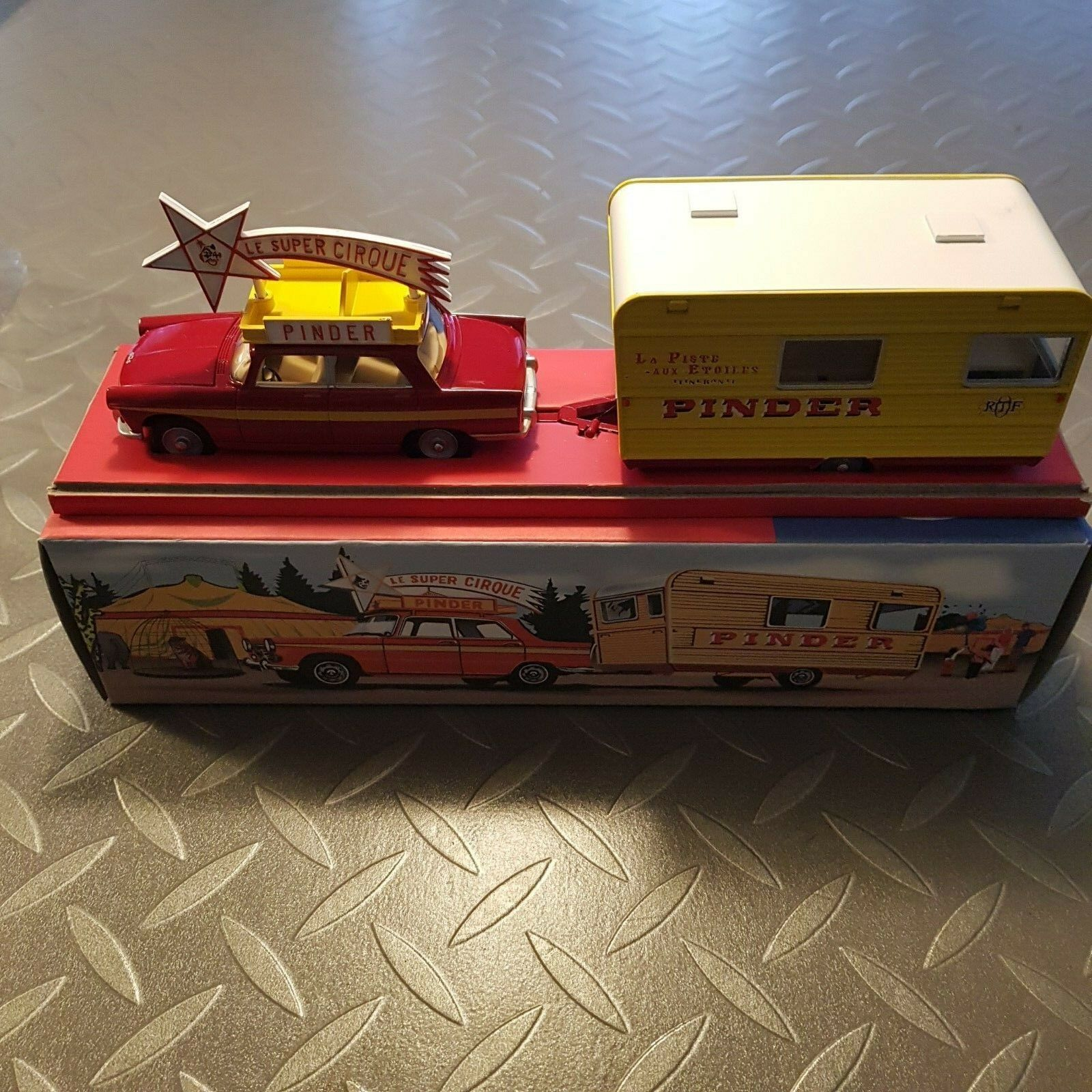 DINKY 882 PRODUCTION  FROM NOREV (CIJ) PEUGEOT 404 AND PINDER CARAVAN - IN BOX