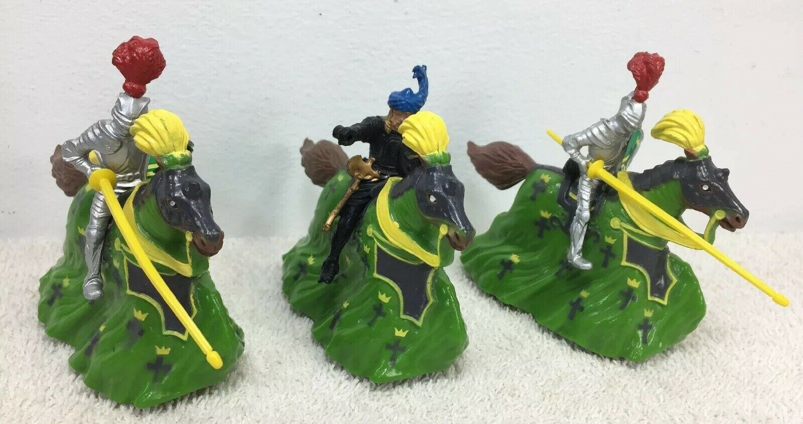 Britains Knights of the Sword  Pull & Go Wheeled Figure 1988 Lot of 3 w  Horses