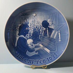 """Bing & Grondahl (B & G) 1971 Plate """"Christmas at Home"""" Denmark"""