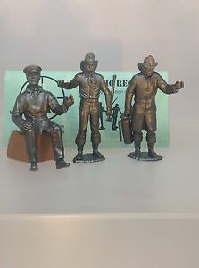 Marx-Recast-3-5-inch-firemen-These-Came-With-Marx-Fire-Trucks-Three-Figures