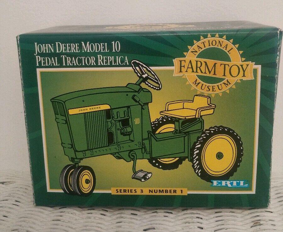 1 8 John Deere 10 National Farm Toy Museum Pedal Tractor Ertl