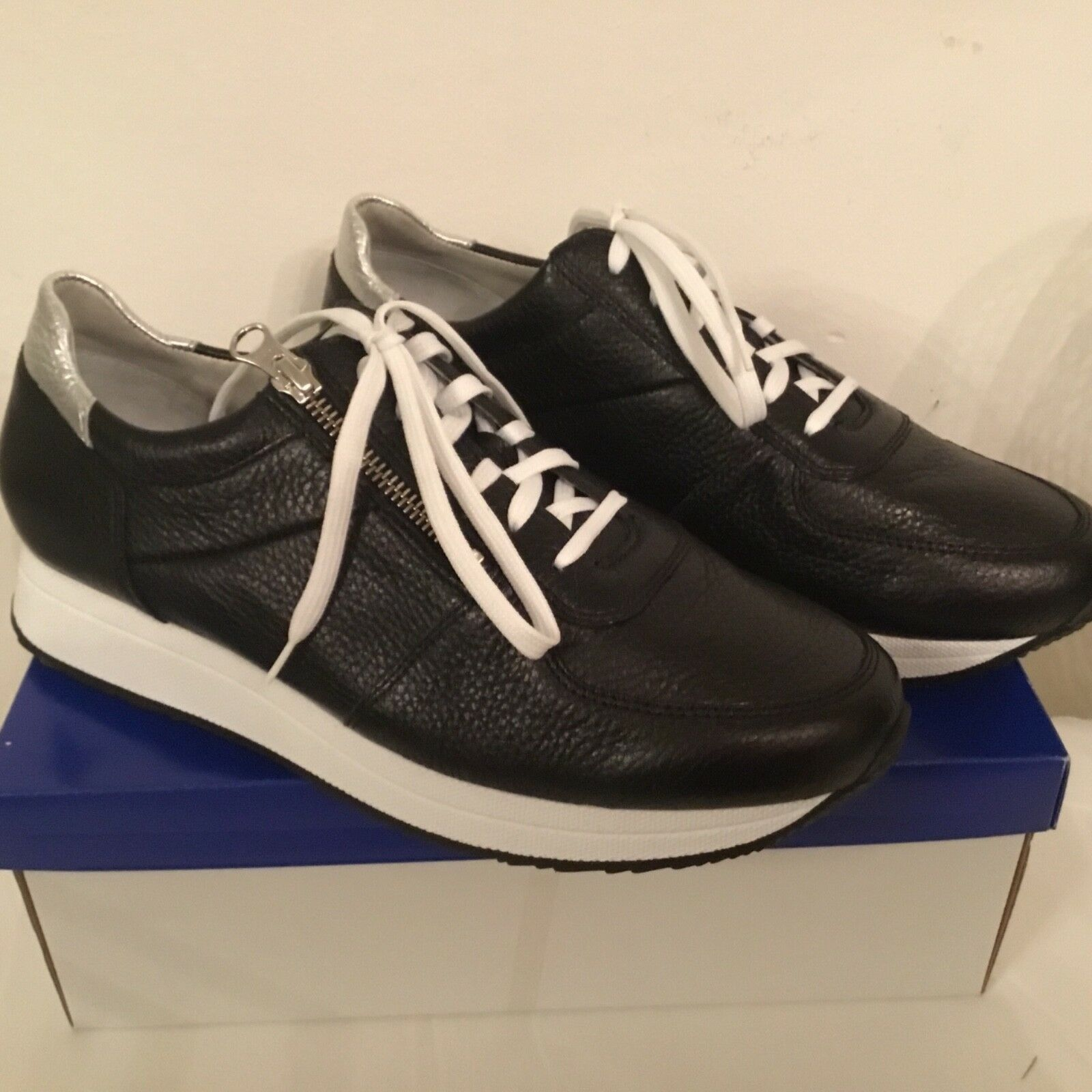 Vitaform DAMEN-Sneaker Real Leather Mesh Inserts Hand Sole - Black