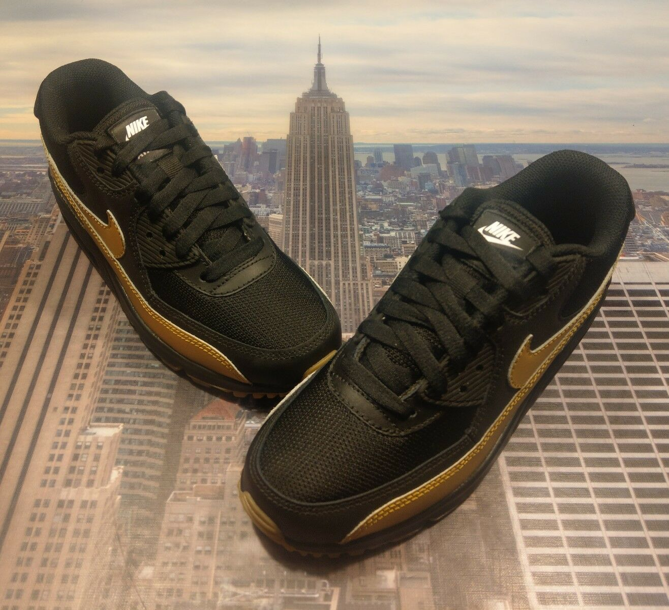 Nike iD Womens Air Max 90 Premium Black/Metallic Gold Size 7 931896 994 Wmns New