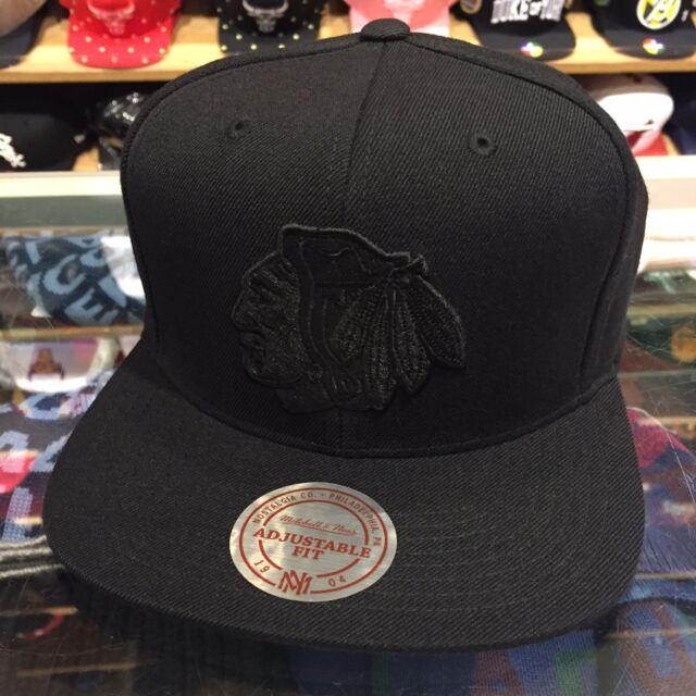 Mitchell   Ness Chicago Blackhawks NHL Snapback Hat Cap All BLACK BLACK bf4e78647560