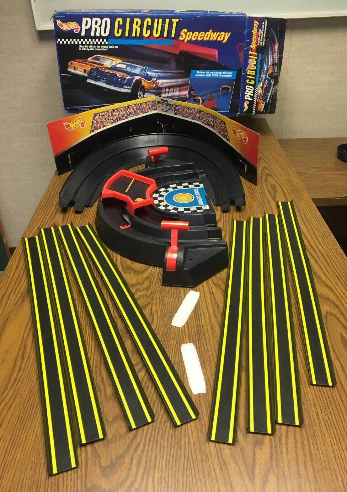 Vintage 1992 Mattel Hot Wheels Pro Circuit Speedway Box 2114