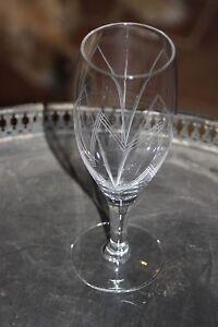 Serie-de-6-flutes-a-champagne-en-cristal-cisele-a-pied-tres-fin-superbe