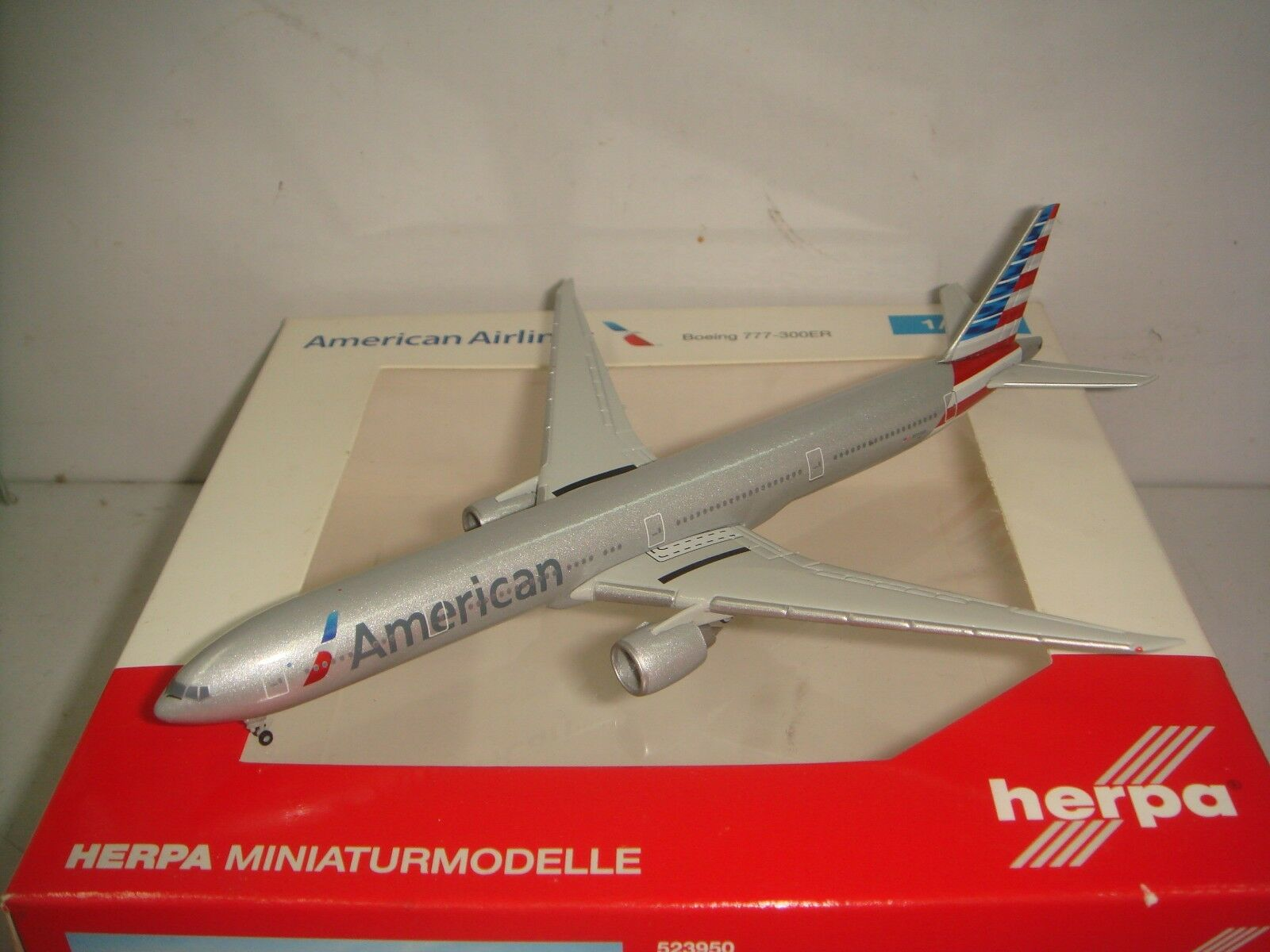 HERPA WINGS 500 AMERICAN AIRLINES AA B777-300ER  2010 S couleur  1 500 NG N717AN