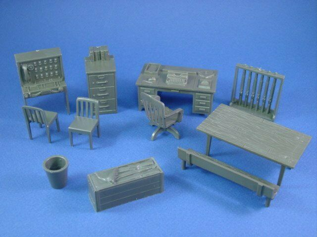 MARX 1950S ARMY HQ FURNITURE ACCESSORIES DESK TABLE CHAIRS 60MM Recast FREE SHIP