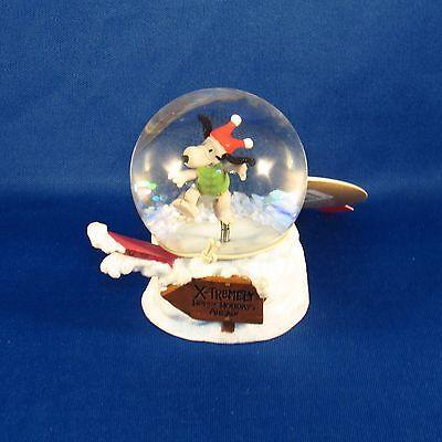 Hallmark - Snoopy - X-Tremely Happy Holidays Ahead! Snowboarding Snow Globe NEW